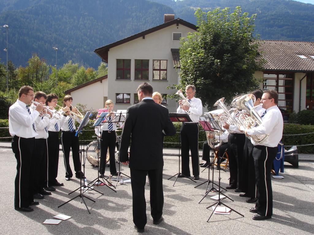 Dorfmarkt 2006 mit Dirigent Claudio Nold